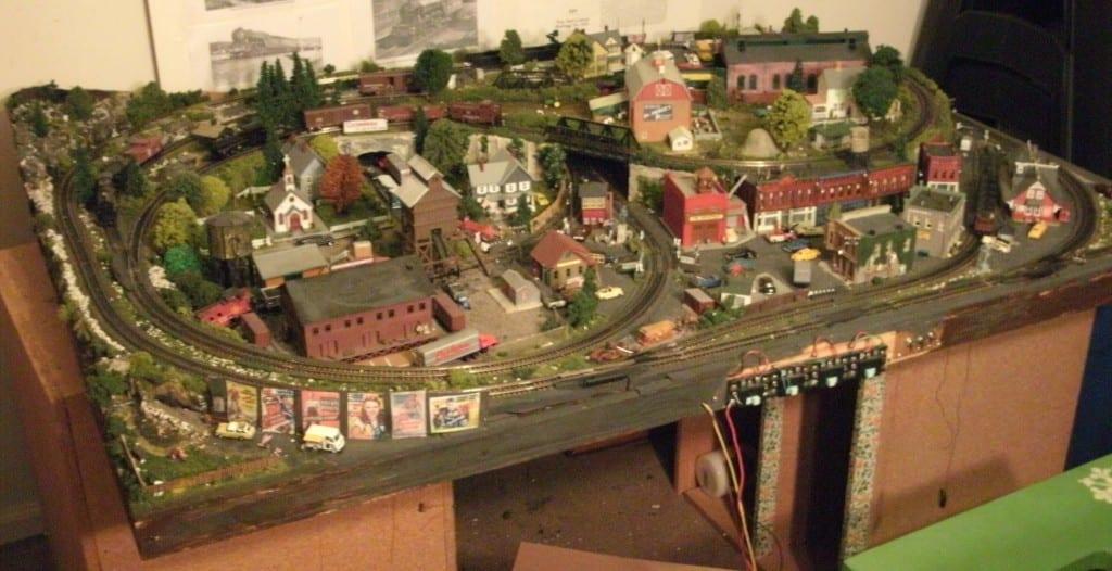 N Scale Model Railroad Layout Image X