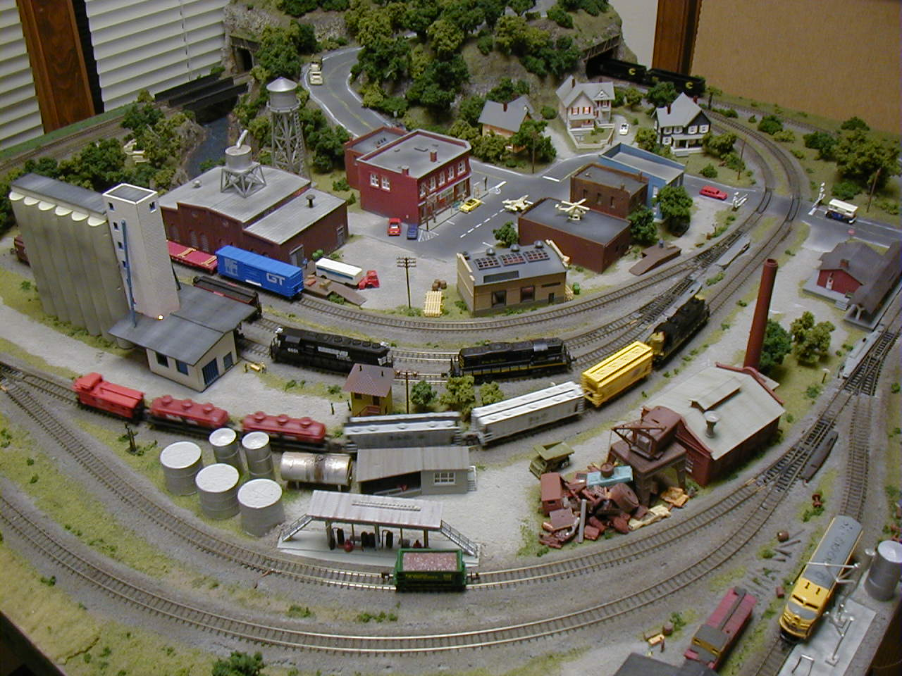 Complete information on n scale model trains - Ho scale layouts for small spaces concept ...