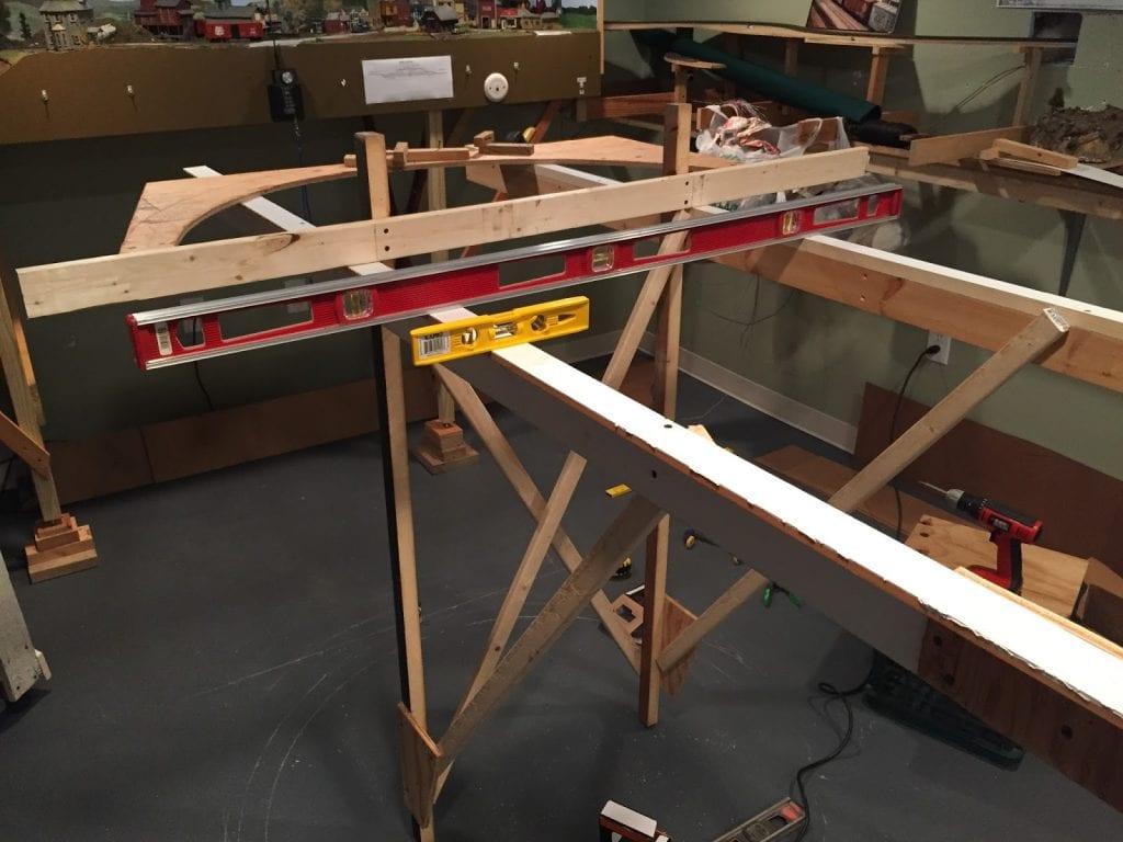 Building Model railroad benchwork